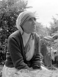 Mother Teresa, sitting on the ground in Croatia, 1979